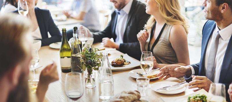 Правила поведения за столом - этикет кратко