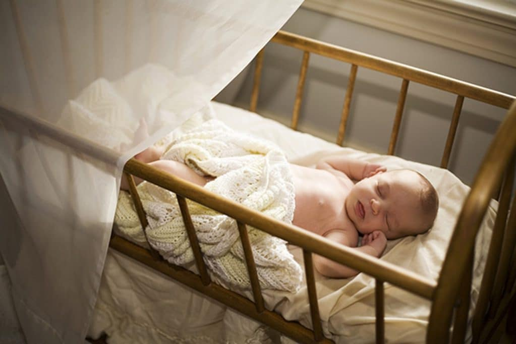 Ребенок вздрагивает во сне - причины и когда стоит обратится к врачу