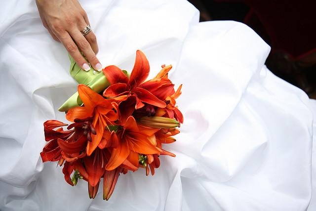 Букет невесты из рыжих лилий своими руками