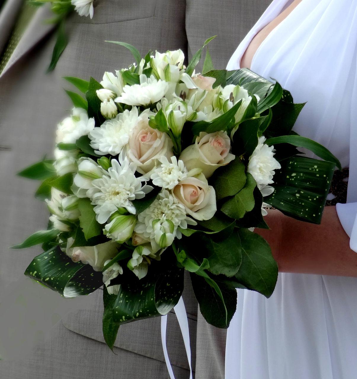Букет, букет свадебный из роз и хризантем
