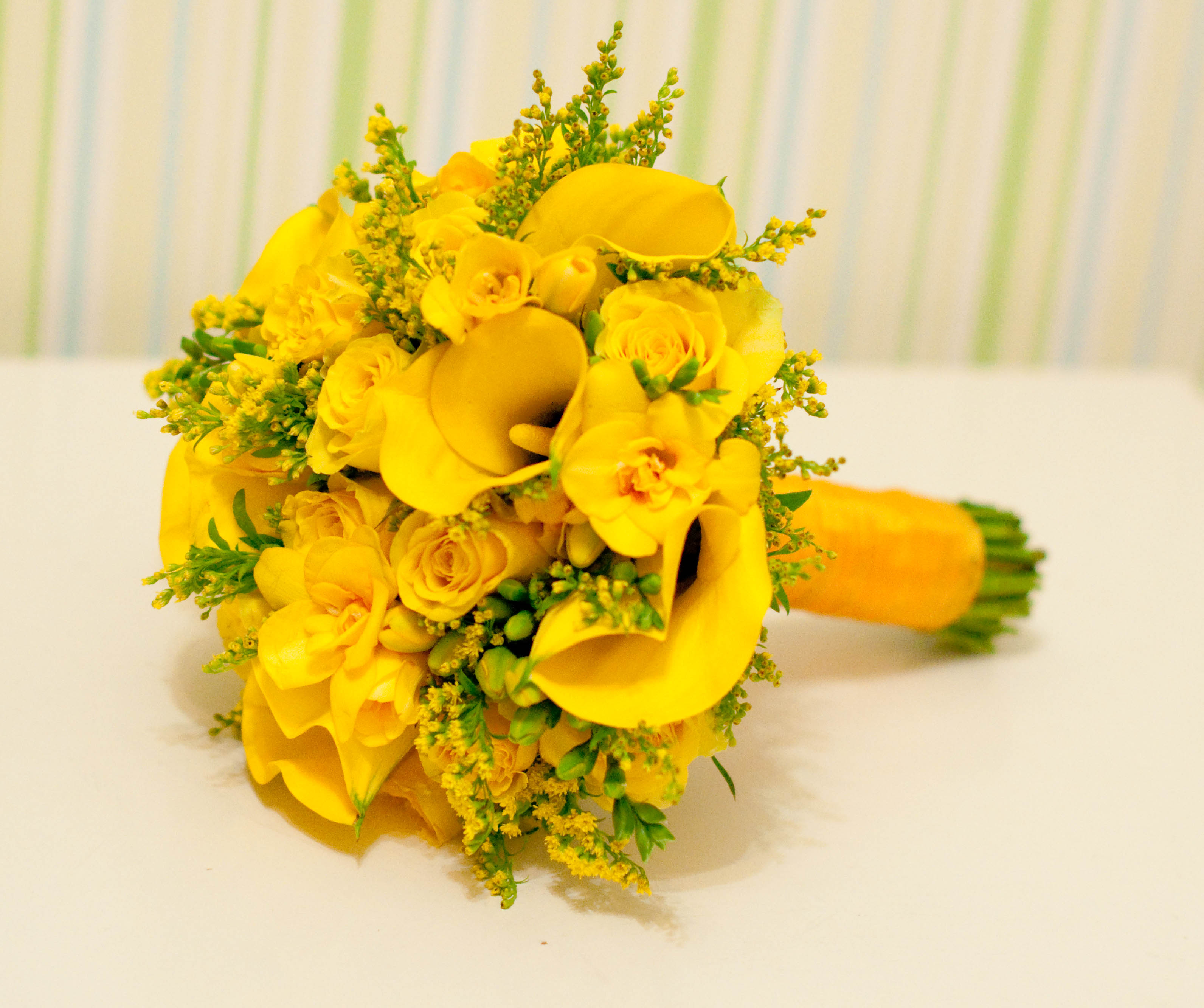 Желтые свадебные букеты