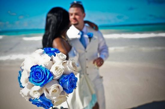Букет невесты голубого цвета  – изысканный атрибут свадебного торжества (фото)