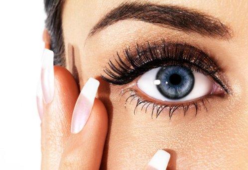 Как создать дневной макияж для голубых глаз самостоятельно