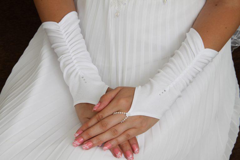 Свадебные перчатки – типы и фото
