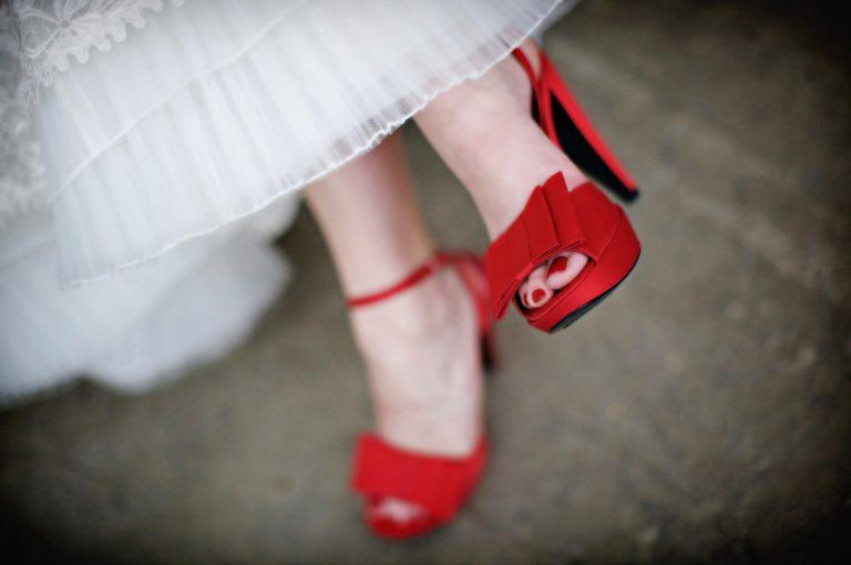 Красные туфли на свадьбу