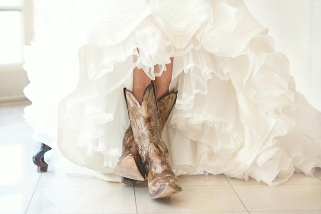 Белые свадебные сапожки