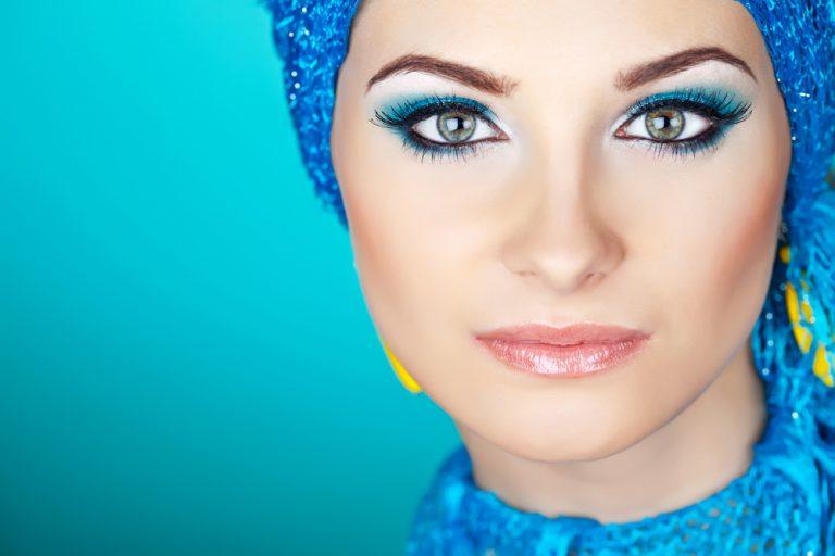 Макияж под бирюзовое платье – делаем необходимый акцент на лице