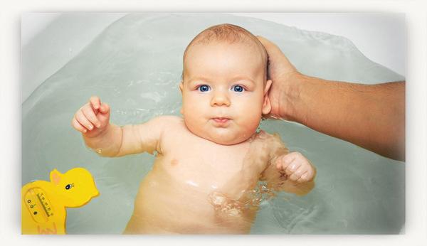 Купание новорожденного: когда, как и при какой температуре, полезные советы