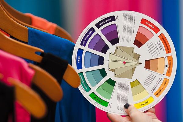 Как правильно сочетать цвета в образе – теория «цветового круга»
