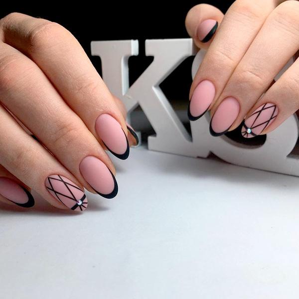 Черный френч на ногтях - новинки 2021, 50 фото идей