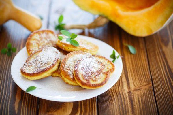 Оладьи из тыквы – накормим семью быстрым и вкусным завтраком