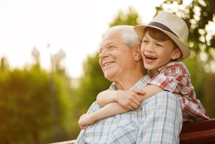 Стихи детские про дедушек