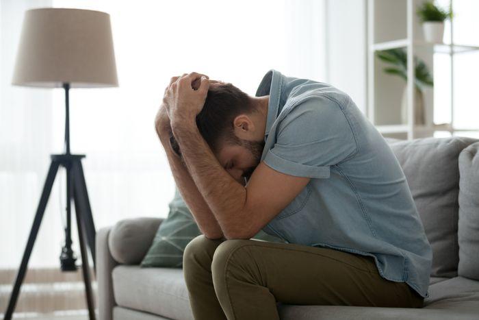 Как вывести парня из депрессии
